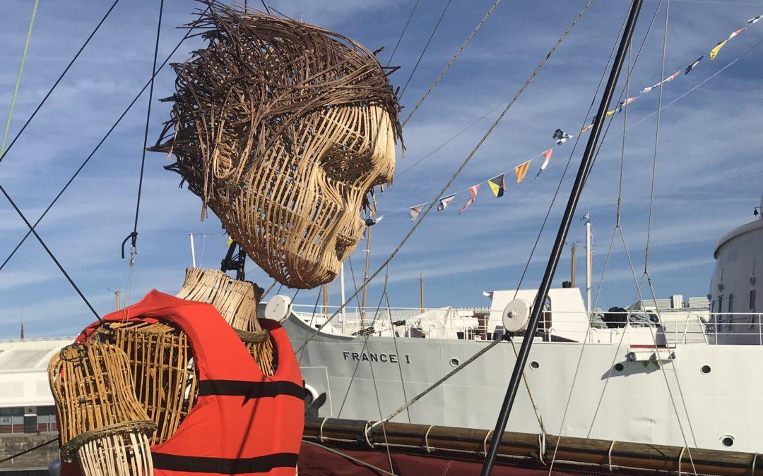 L'arrivée de Mo en bateau dans le port de La Rochelle